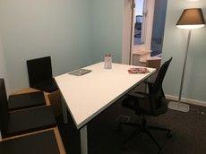 Small meeting room (4 people)