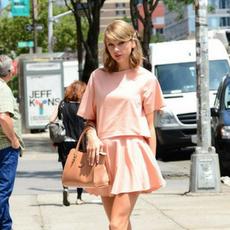 Girly Taylor Swift