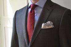 Une cravate à pois