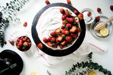 Vegan Strawberry Lemon Cake by Mellow Kitchn