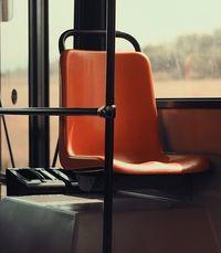 Att åka med lokala bussar.