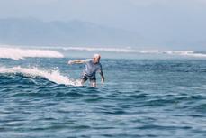 Je suis autonome. J'attrape des vagues « vertes » et je surf à droite ou à gauche sur une vague.